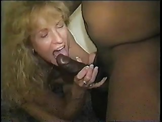 Mom gets a creamy and sticky black creampie